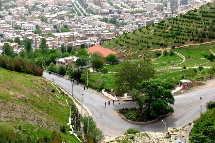 """""""اینجا پایتخت نیست"""": در """"بلندی های كردستان"""" با رادیو تهران"""