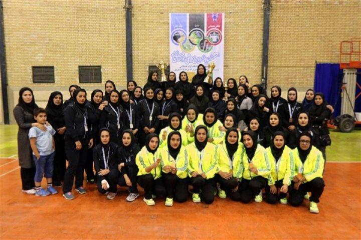در «نیم نگاه» رادیو سلامت بشنوید: چرایی اهمیت ورزش و سلامت دختران دانش آموز