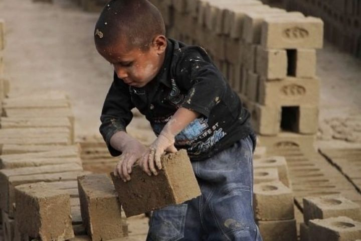"""کودکان فراموش شده کار...از """"رادیو سلامت """" بشنوید"""