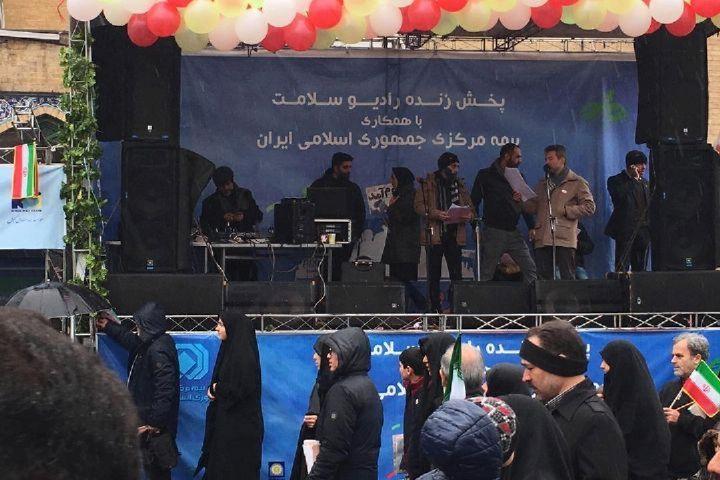 ویژه برنامه مسیر روشن رادیو سلامت همگام با مردم در راهپیمایی 22 بهمن