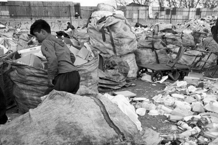   فقر كودكان لابه لای طلای كثیف