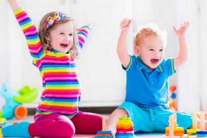 اهمیت رعایت فاصله گذاری برای کودکانی که در خانه افراد مبتلا به کووید 19 دارند.