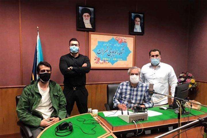 گزارشی از پشت صحنه برنامه سحر رادیو تهران/ گویندهای كه صدایش نوستالژی شده است