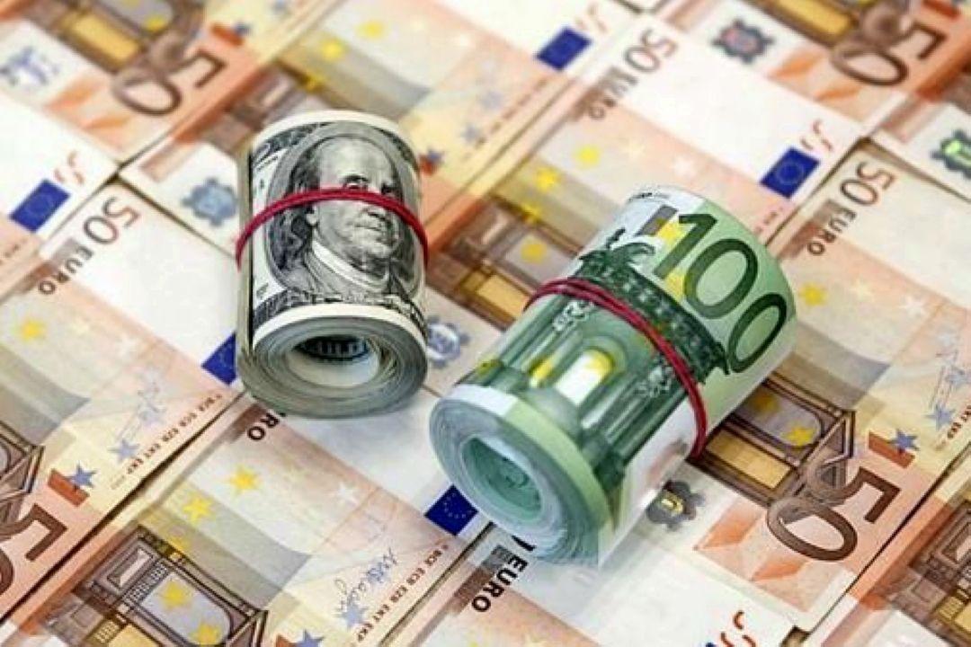 كاهش نرخ دلار و یورو در بازار متشكل ارزی