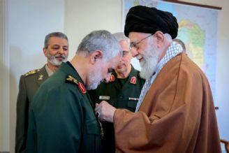 اعطای نشان عالی ذوالفقار به فرمانده نیروی قدس سپاه پاسداران