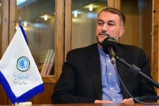 حضور مقتدی صدر در كنار رهبری و سردارسلیمانی پیامی قوی به دنیا داد