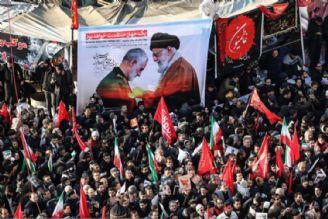 خبرنگار نیویورك تایمز: دریایی بیكران از مردم در مراسم تشییع سردار سلیمانی حضور یافتهاند