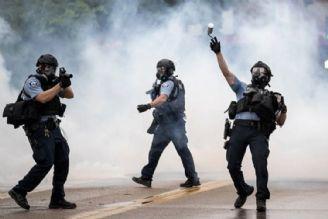 رفتار ددمنشانه پلیس آمریكا، حیثیت این كشور را برد