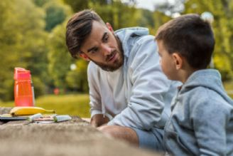 رفتار مناسب والدین در مواجهه با رفتار کودکانی که مفهوم ضدعفونی و رعایت بهداشت را درک نمیکنند