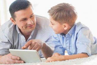 والدین به جای نگرانی، سواد رسانهای خود را ارتقا دهند