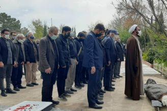 احمد گنجی پیشکسوت نمایش های رادیویی در قطعه هنرمندان به خاک سپرده شد