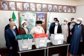 آیت الله حسینی بوشهری هنگام اخذ رأی: صحنه انتخابات، همانند دوران دفاع مقدس است، همه بیایید