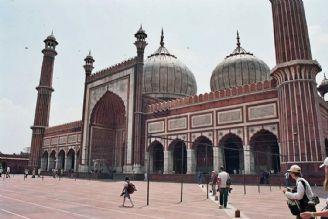 یک هنرمند هندی بیش از 200 مسجد را تزئین کرد