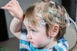 تشنج در کودکان به چه دلیل اتفاق میافتد؟
