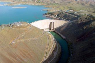 خطر خروج نیروگاه سد زاینده رود از مدار به علت حجم پائین آب پشت سد
